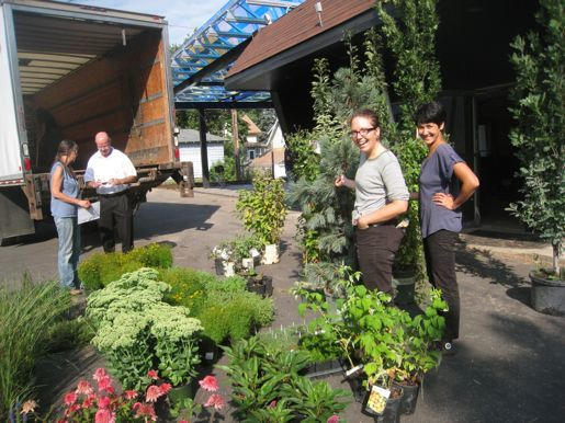 Unloading plants at the Tiny Diner, courtesy EcoMetro Tour