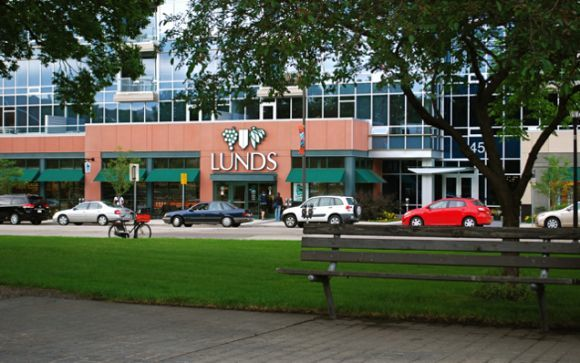 The Lunds next to Chute Square in Minneapolis, courtesy Steve/sdate