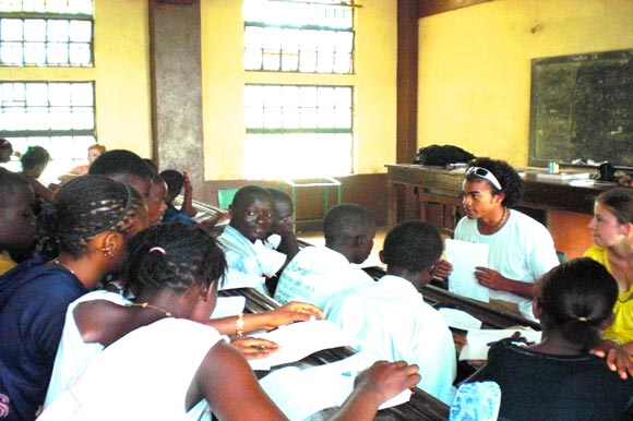 Gabriel Schlough of WAMM talks health with students in Sierra Leone